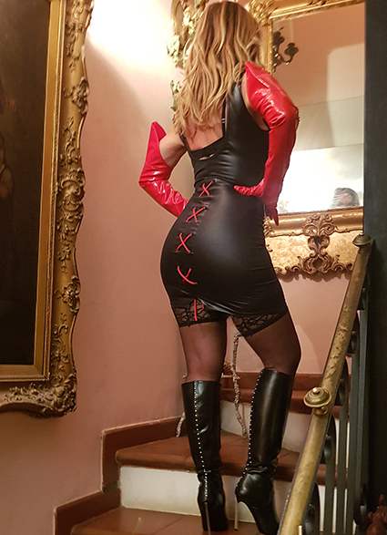 bionda cavallona mistress